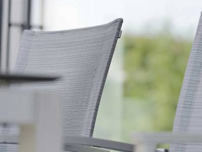 Stern Evoee Stapelsessel,  Aluminium anthrazit mit Textilenbezug karbon